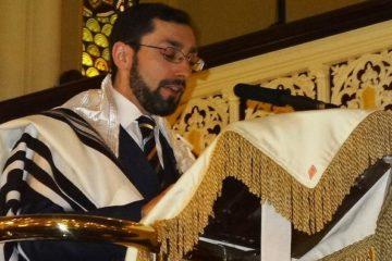 Dr Rabbi Elton giving a speech