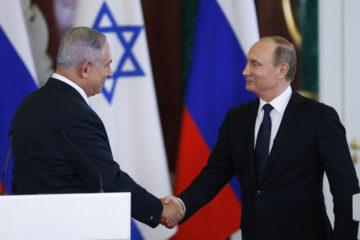 Prime Minister Netanyahu shaking hands with Putin