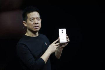 Jia on stage presenting a new Iphone