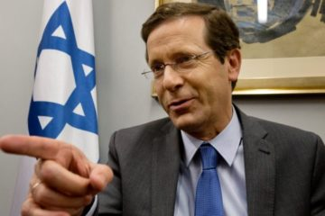 Isaac Herzog talking and pointing his finger