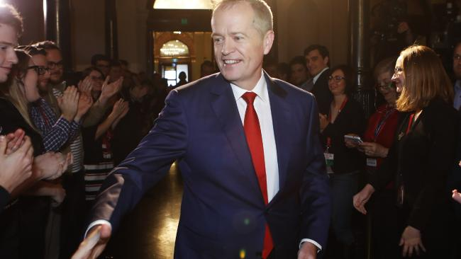 Shorten walking in between clapping people to the conference