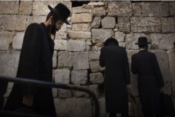 religious jews praying at western wall